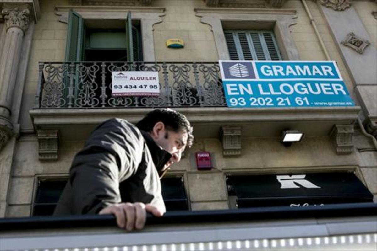 Anuncio de un inmueble en alquiler, en el Eixample de Barcelona, en el 2015.