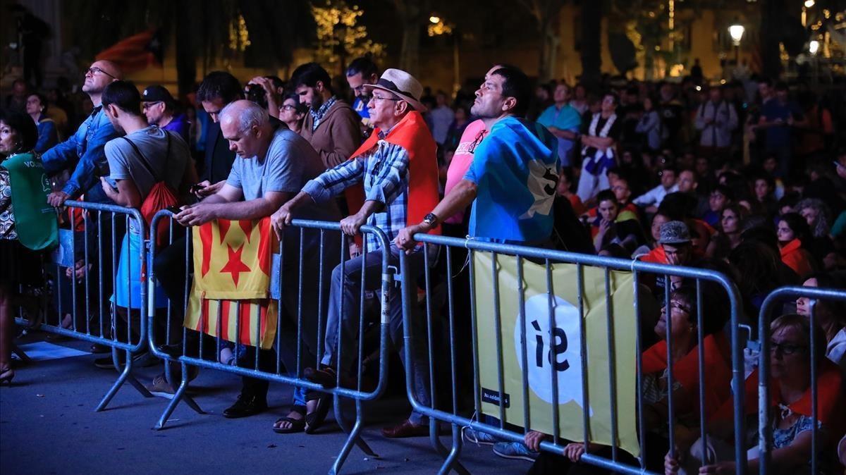 Sensacion de decepcion entre los independentistas tras la intervencion de Carles Puigdemont