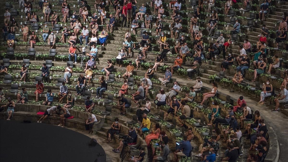 Público en el Teatre Greceste verano.