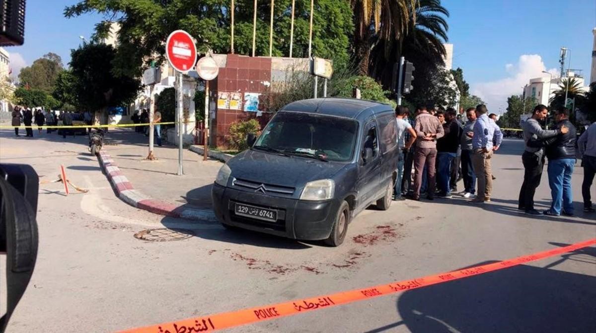 Lugar del ataque de un yihadista a dos policías en Túnez.