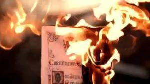 Arran crema la Constitució a Twitter