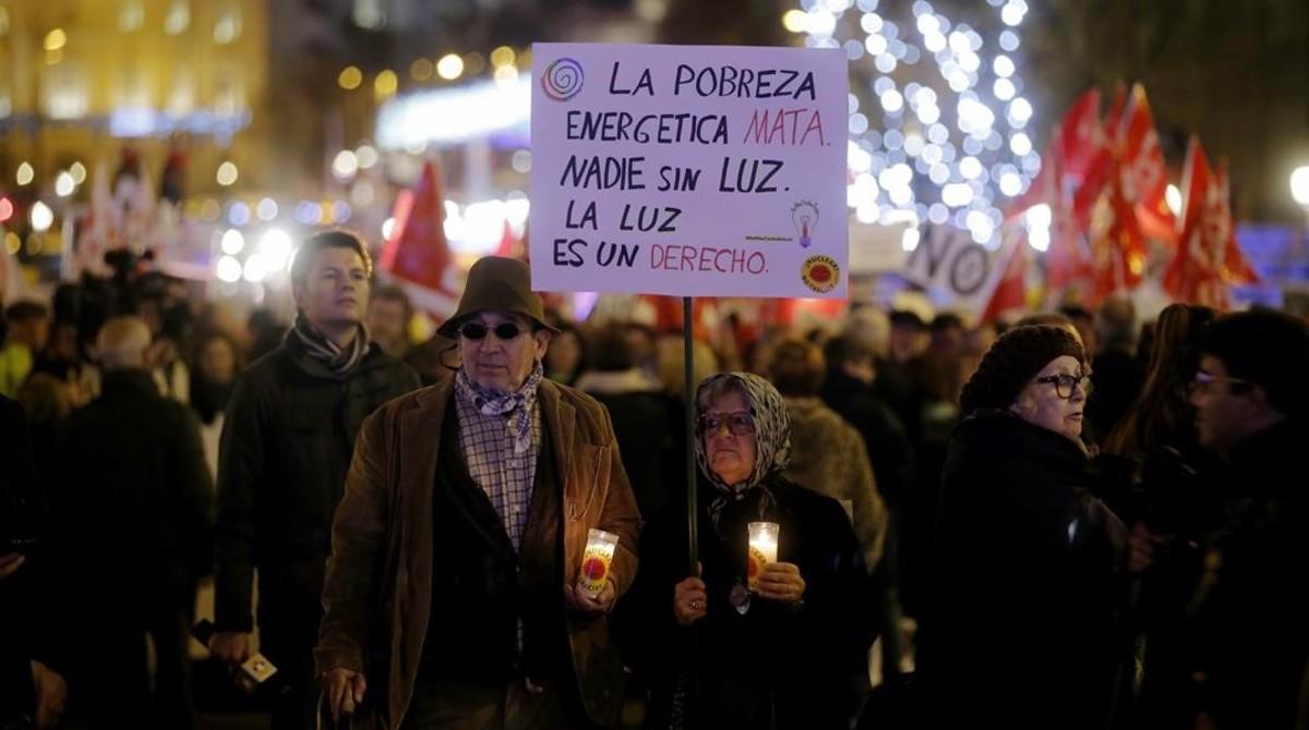Protesta contra la pobreza energética, en Madrid, este miércoles.