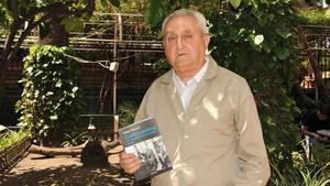 Albert Manent, en el Ateneu Barcelonés, presenta un libro en mayo del 2010.