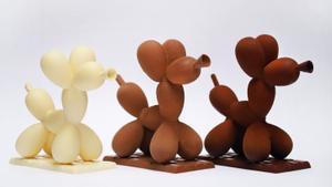 La mona Koons, inspirada en los perritos hechos con globos que inmortalizó el artista estadounidense Jeff Koons.