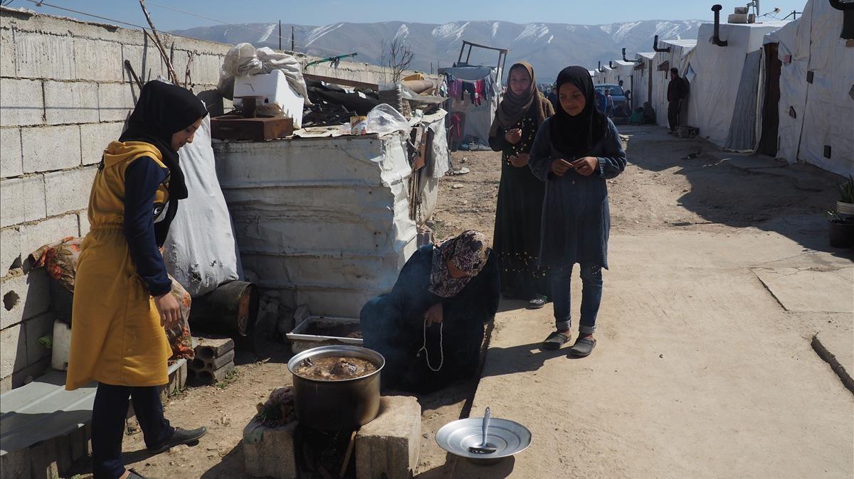 Matrimonios tempranos entre las refugiadas sirias en el Líbano para aligerar la carga económica en los hogares