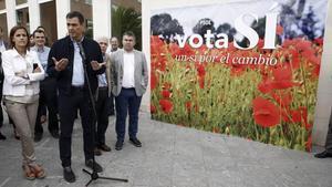 Pedro Sánchez, en un acto de su campaña electoral, este viernes en Pamplona