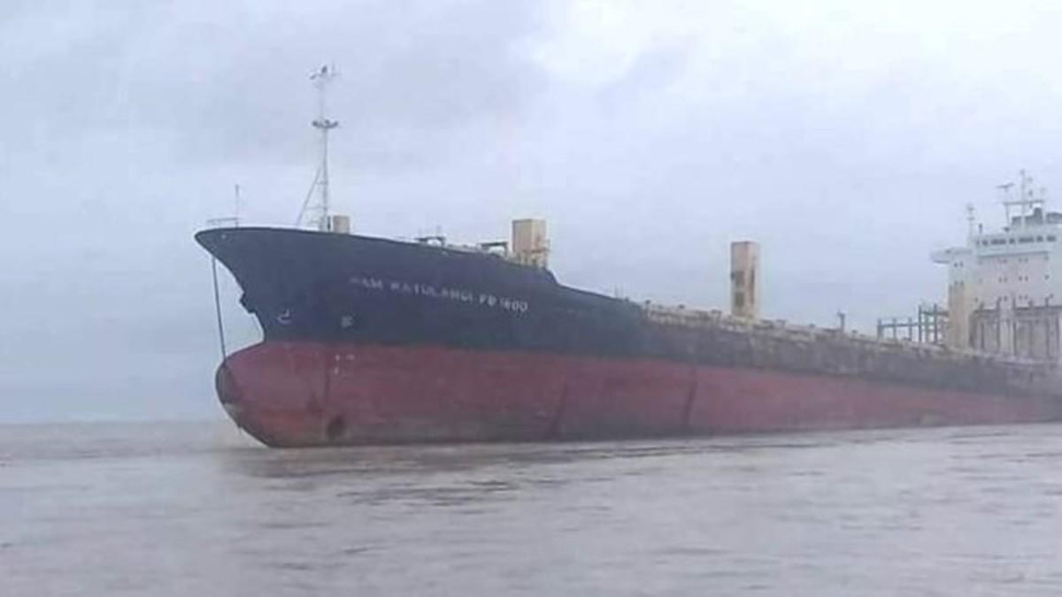 Barco fantasma aparecido en las costas de Birmania.