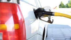 El Gobierno busca equiparar el coste del litro del diésel con el de la gasolina de manera progresiva