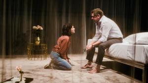 Marta Ossó y Pere Arquillué en una escena de 'Blasted'.