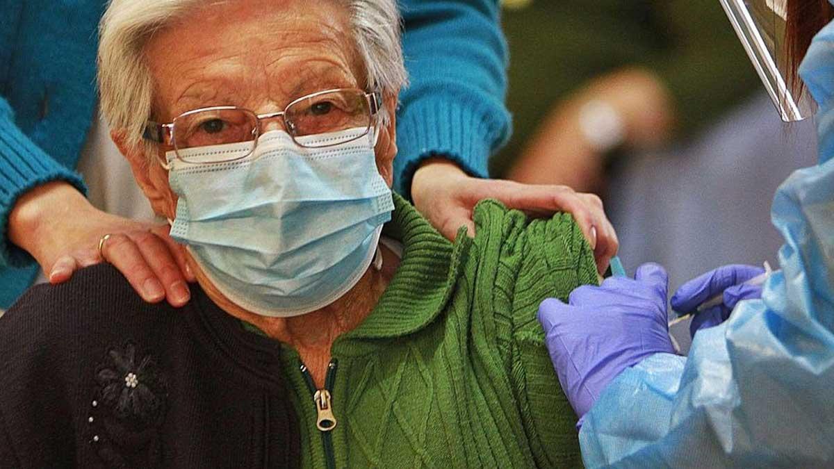 Espanya rebaixa les xifres de Covid amb tres milions de vacunats
