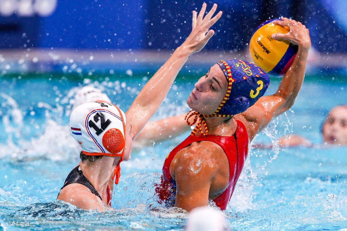 Anni Espar, en acción en el torneo olímpico de Tokio