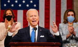 Joe Biden defiende en su primer discurso ante el Congreso un ambicioso proyecto de Gobierno. En la foto, tras él, Kamala Harris y Nancy Pelosi.