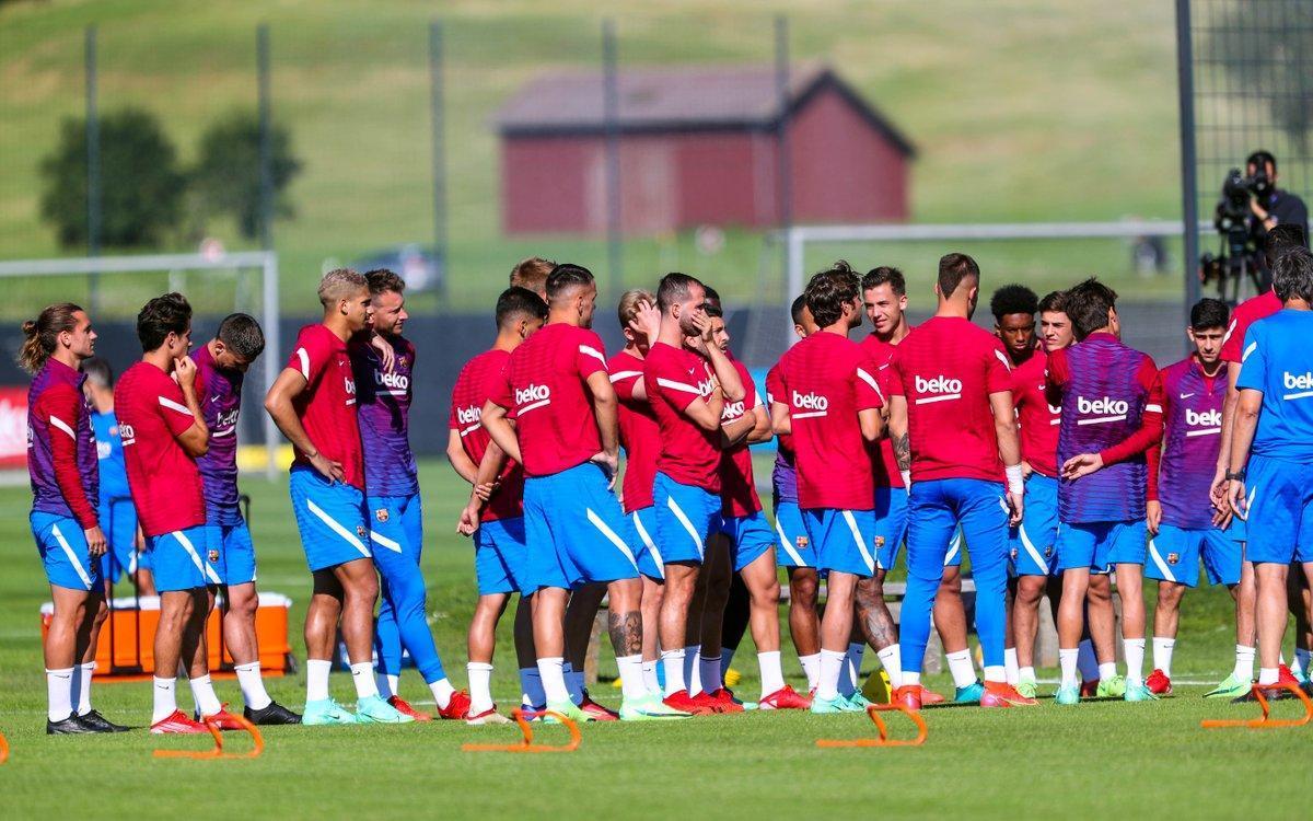 Los jugadores del Barça, en un entrenamiento esta semana.