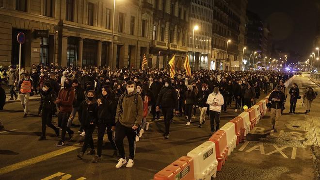 Concentración de Acabem la partida contra la condena a P.Hasel en su marcha desde plaza Universitat
