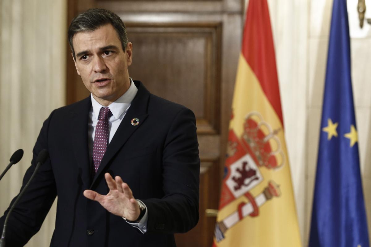 Pedro Sánchez, este lunes, en Atenas, en la comparecencia realizada tras su encuentro con el primer ministro greigo, Kyriakos Mitsotakis.