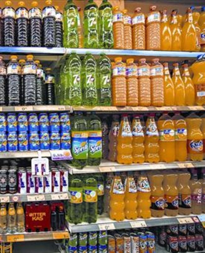 Estanterias con bebidas, en un supermercado de Barcelona.