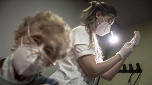 Vacuna contra el covid-19 a mayores de 80 años, en el CAP Bordeta-Magoria.