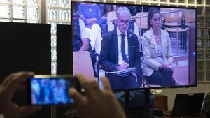 Los padres de Nadia Nerea, en el banquillo en la Audiencia en Lleida.