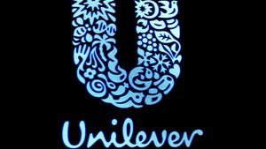 FILE PHOTO: The company logo for Unilever in New York, U.S., February 17, 2017. REUTERS/Brendan McDermid/File Photo