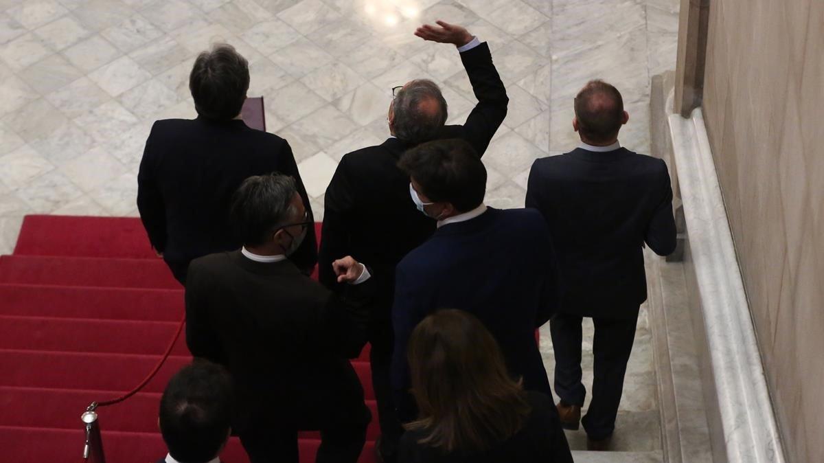 El president de la Generalitat, Quim Torra, abandona el Parlament tras realizar una declaración institucional.