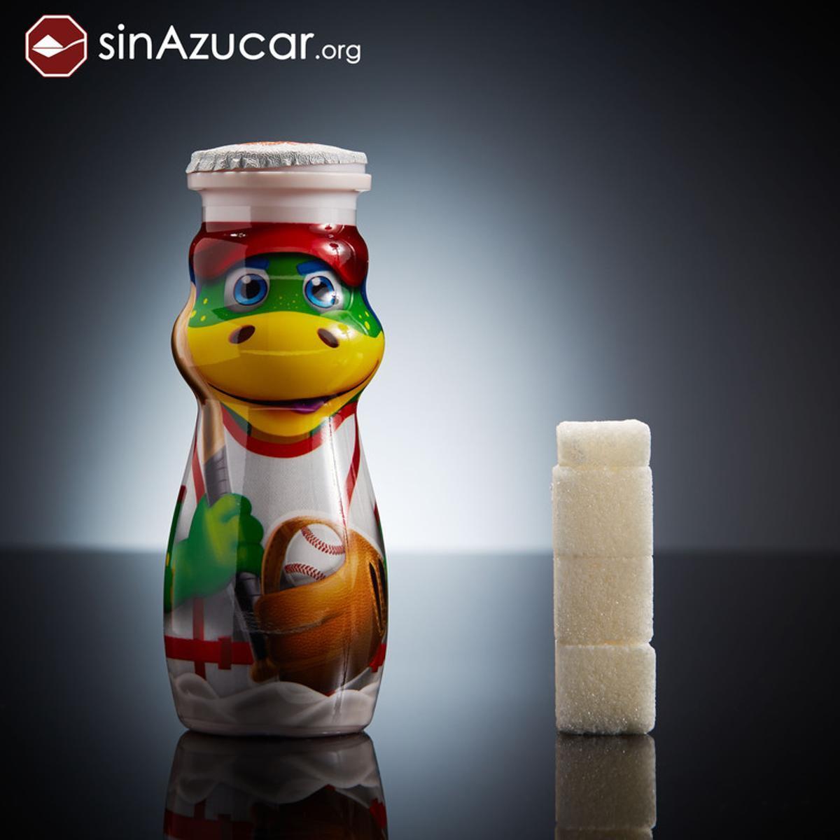 Una botellita de Danonino Bebedinocontiene 13,4 gr de azúcar, equivalente a 3,4 terrones.