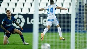 Borja Bastón celebra el primer gol del Leganés al Espanyol.