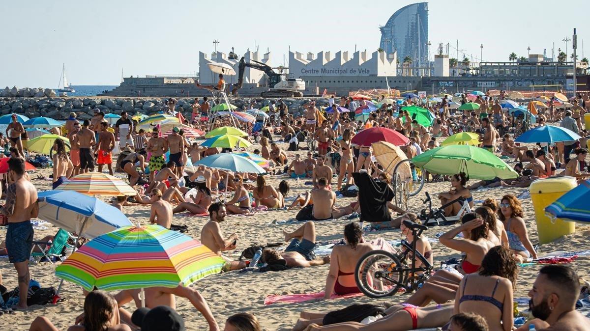 Ambiente en la playa de Bogatell de Barcelona, ayersábado.