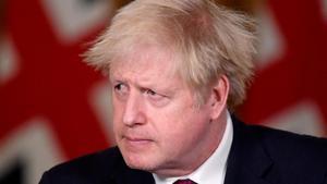 El primer ministro británico, Boris Johnson, en la rueda de prensa de este sábado en la que ha anunciado las nuevas restricciones.