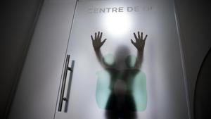 Violeta, una joven que ha sufrido anorexia, en el centro de día donde sigue terapia.