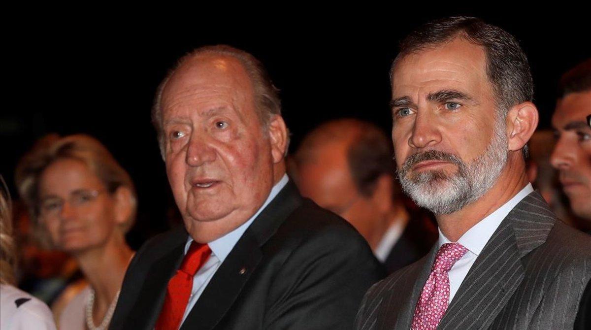 El rey Felipe VI y el rey emérito Juan Carlos I en una foto de archivo