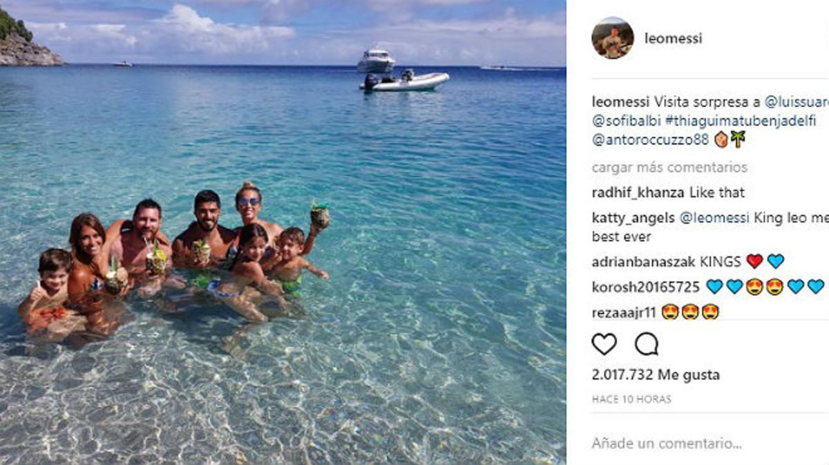 Messi y Suárez, con sus respectivas familias en Barbuda.