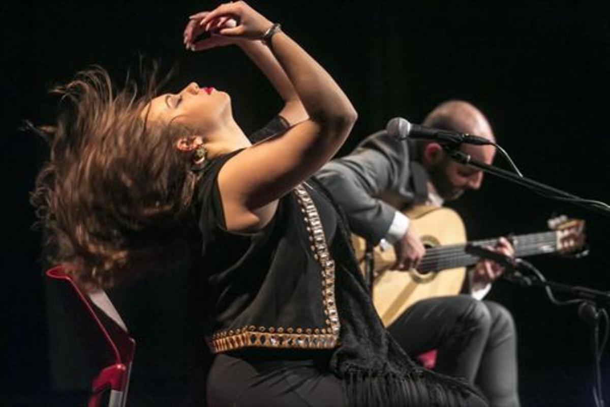 Herencia cantaora 8María Terremoto, en plena actuación en El Dorado, con el guitarrista Fernando de la Morena.