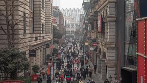 Una calle comercial del centro de Wuhan el pasado 23 de enero.