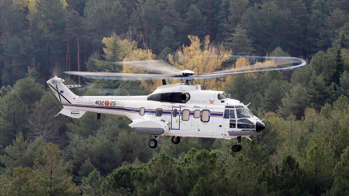 El helicóptero con los restos de Franco aterriza en el mausoleo del Valle de los Caidos en San Lorenzo del eEscorial.
