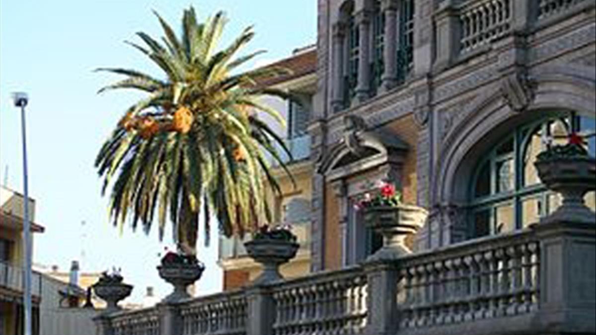 Fachada del ayuntamiento de Pallejà.