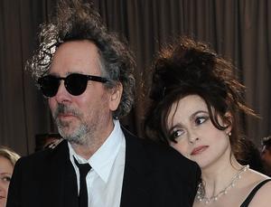 Tim Burton y Helena Bonham Carter llegan a la ceremonia de los Oscar, en Hollywood, el 24 de febrero del 2013.