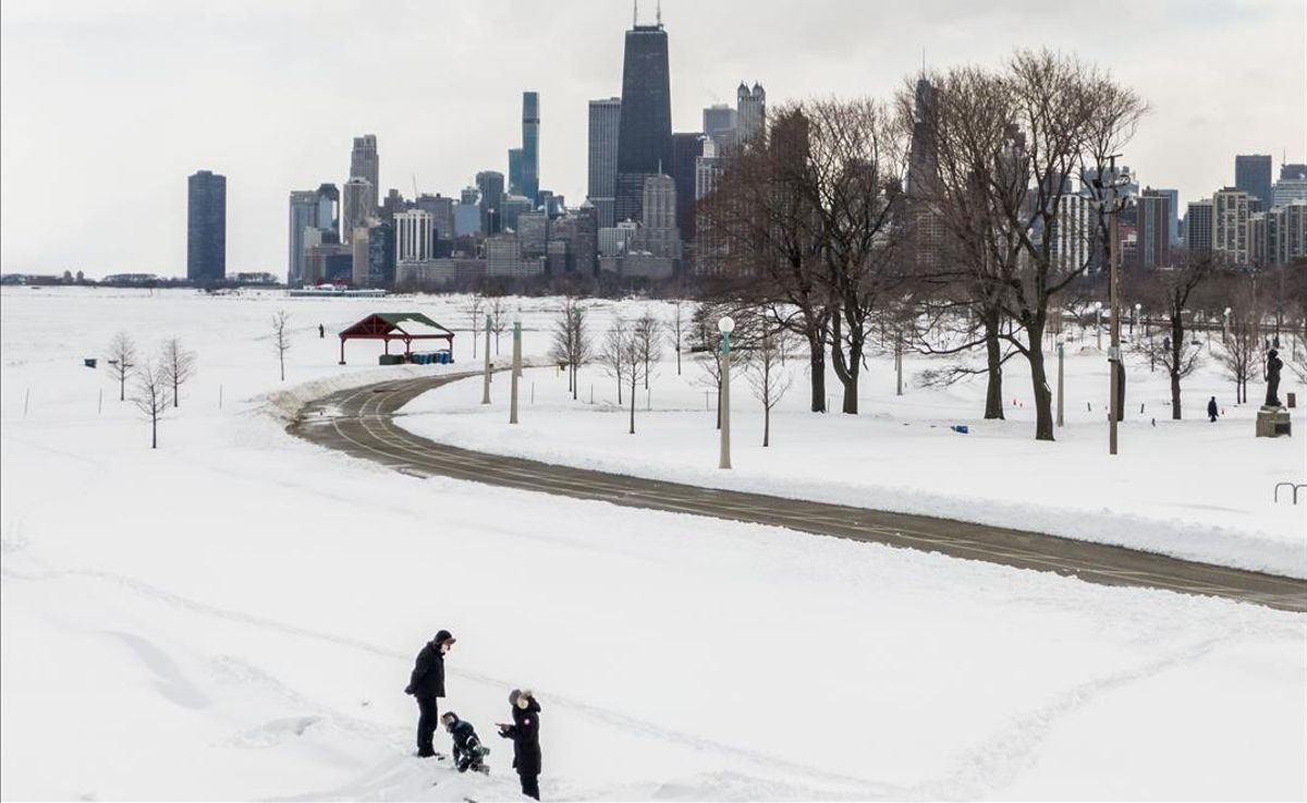 Chicago y el lago Michigan, congelado, tras la ola de frío polar en Estados Unidos.