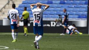 David López, en primer plano, se lamenta por la derrota del Espanyol.