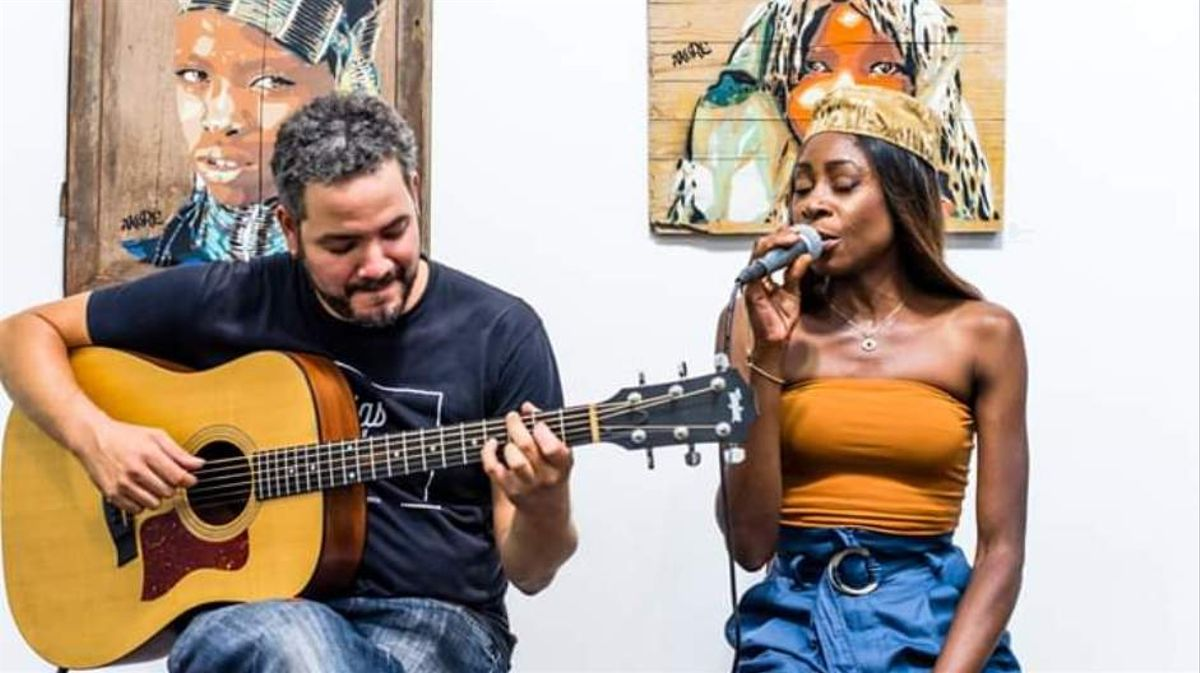 Albert Casanova y Marga Mbandé presentan 'Mama África'.