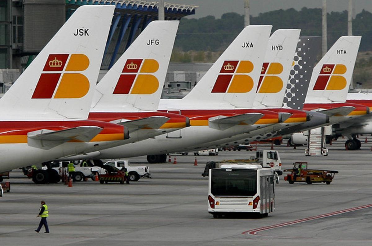 La flota de Iberia, preparada en el aeropuerto de Barajas.