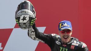 Maverick Viñales muestra su euforia al subir al podio del Gran Premio de Holanda.
