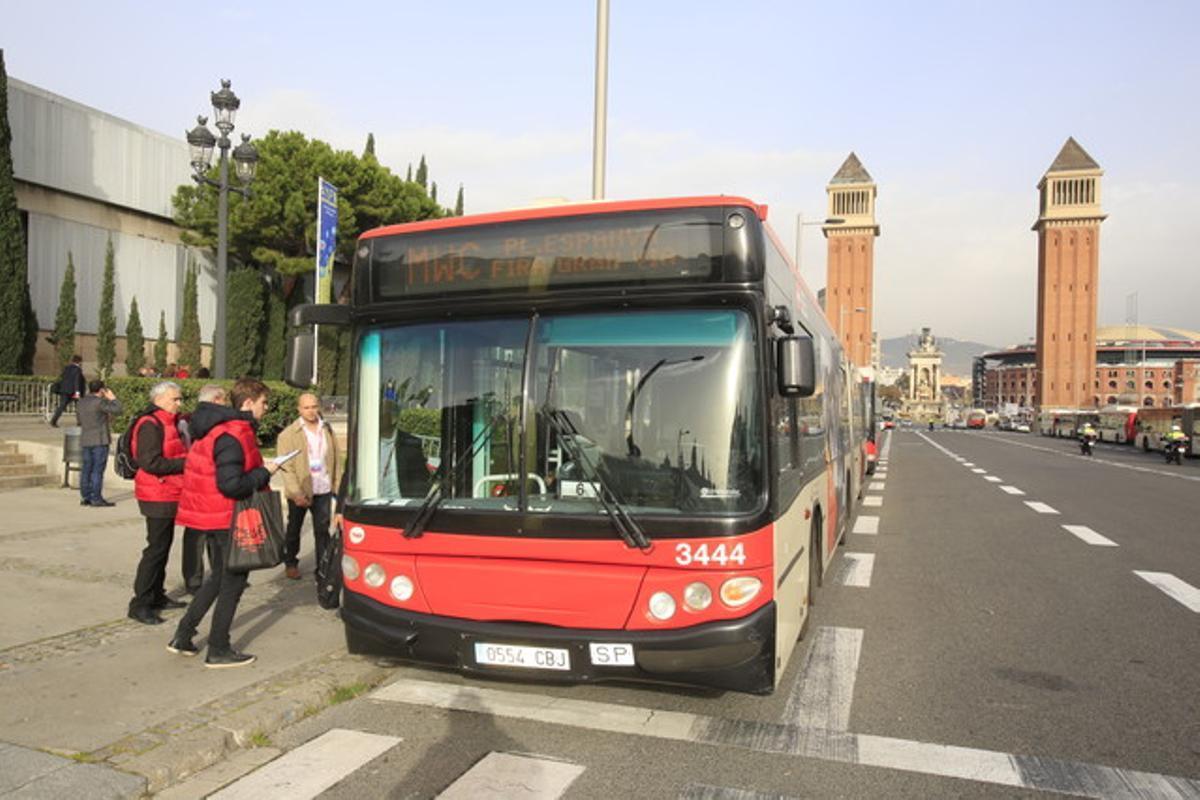 Buses lanzadera hasta la Fira de L'Hospitalet en plaza de Espanya.
