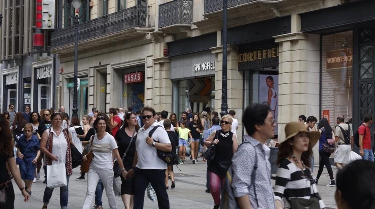 Imagen del Portal de l'Àngel, donde hasta el 92,9% de comercios son de cadenaso franquicias.
