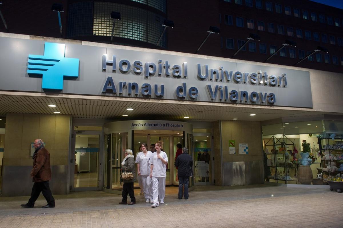 Entrada del Hospital Arnau de Vilanova de Lleida.