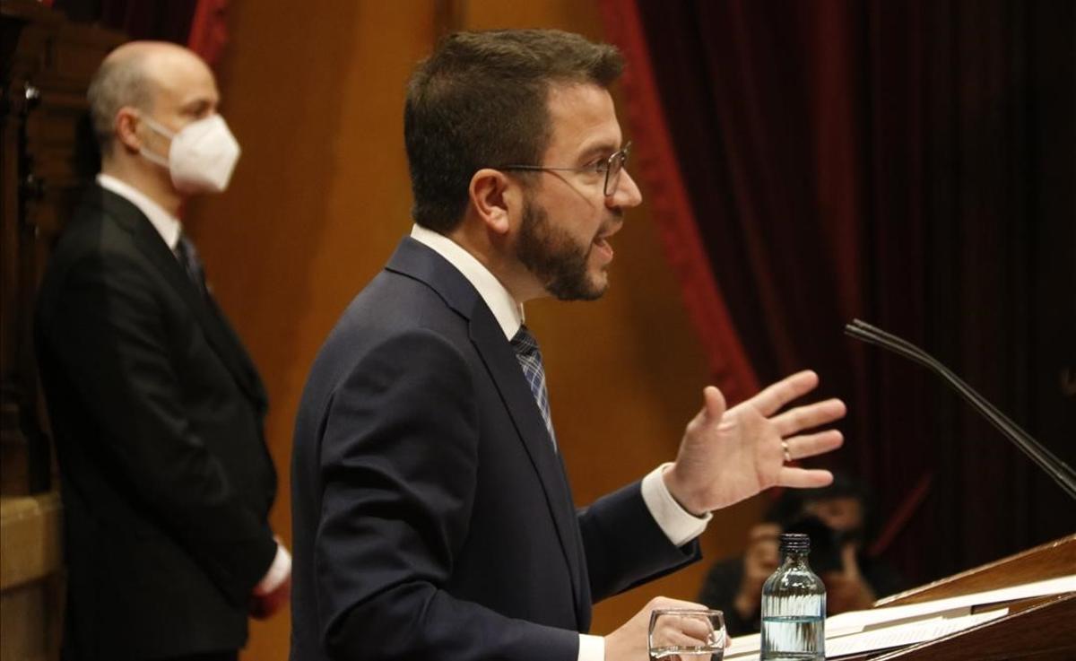 """Pere Aragonès, en su intervención en el Parlament: """"La violencia no es una forma de protesta democrática""""."""