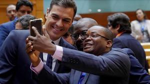 Sánchez prioriza cerrar contratos con Cuba y no verá a disidentes