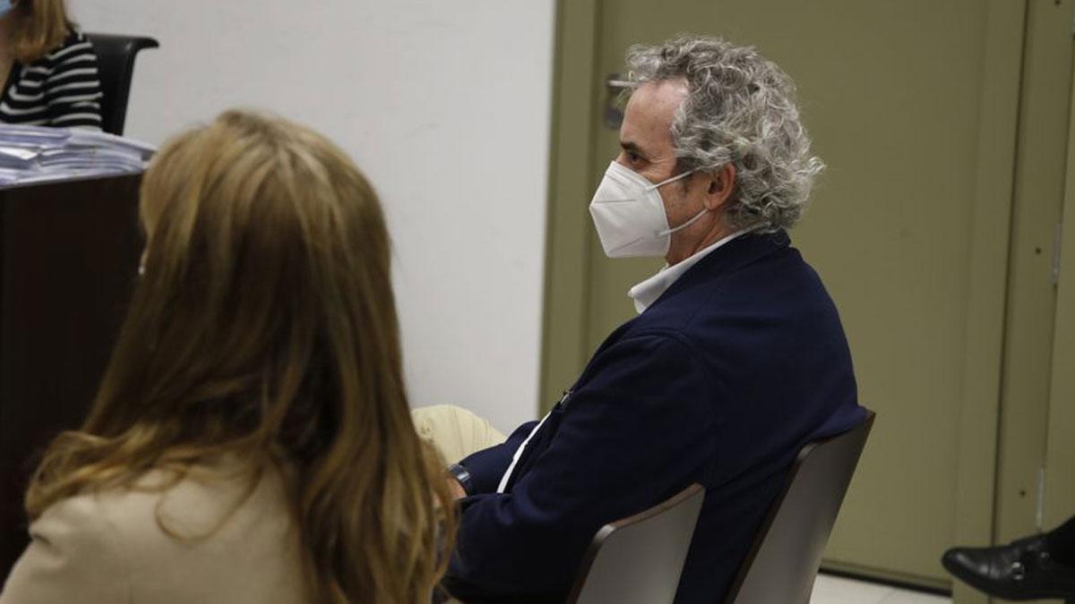 El escritor Ildefonso Falcones, en el banquillo.