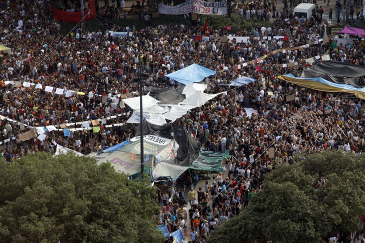 El desalojo de plaza Catalunya, visto por Julio Carbó.