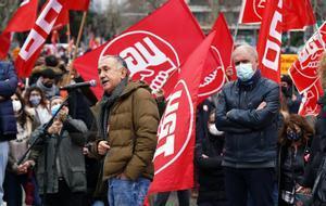 Los secretarios generales de UGT (izquierda) y CCOO (derecha), durante una concentración en Madrid.