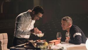 Quique Dacosta y Alejandro Sanz, en 'Una vida, una cena'.